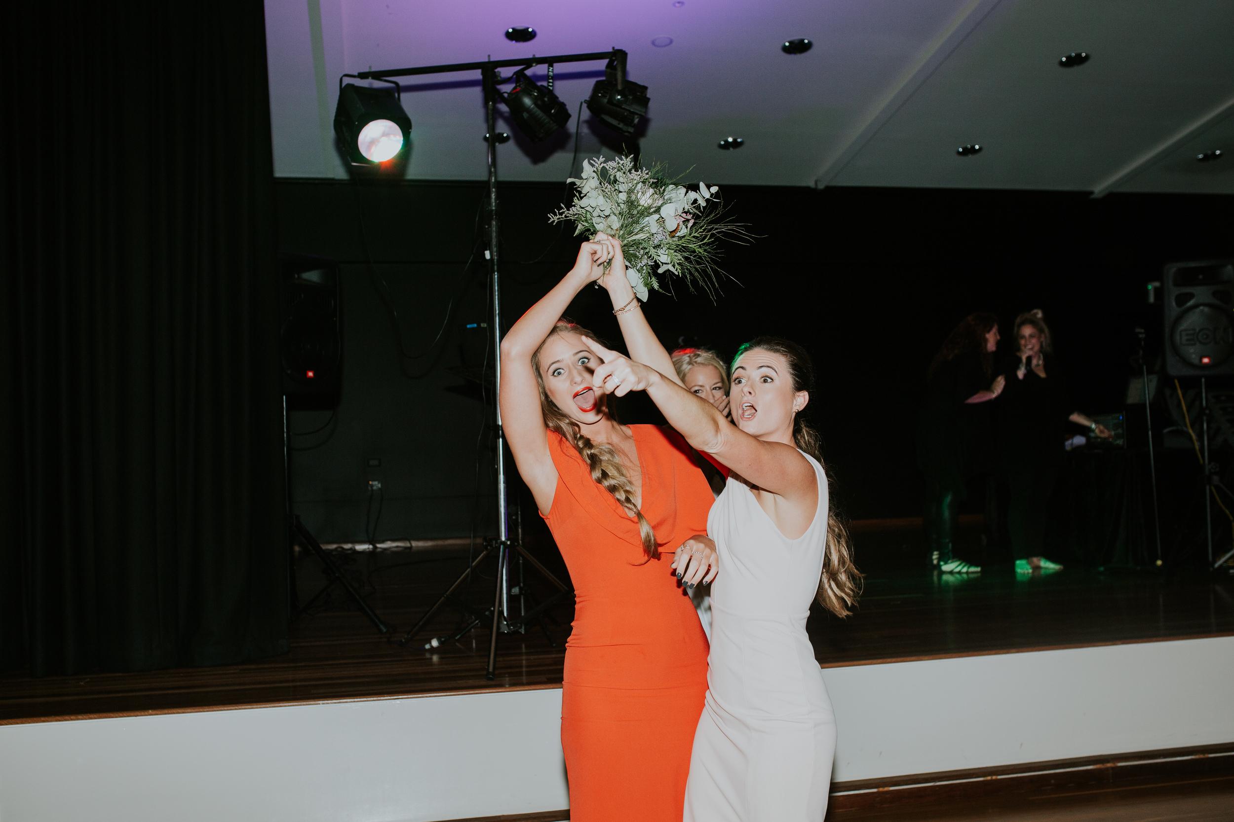 Bouquet toss 2.jpg