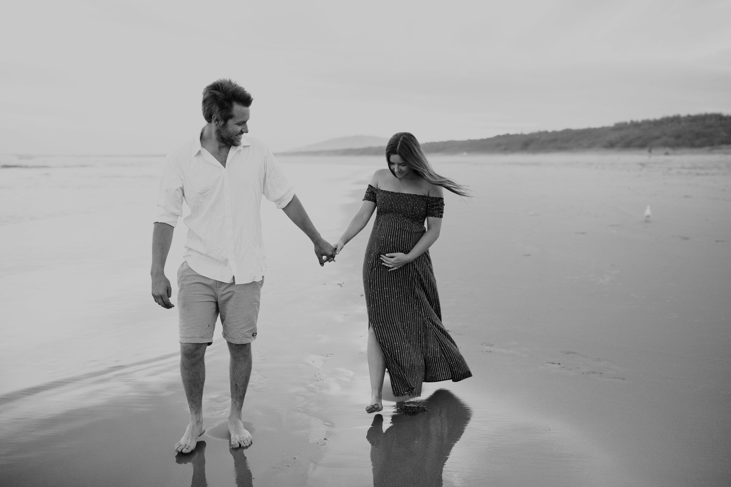 AMY+ANDREW+SHOALHAVEN+HEADS+BEACH+MATERNITY+SESSION+CANDID-35.jpg