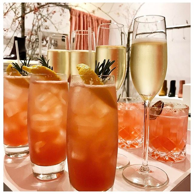 🥂🥃❄️🍸🎄🍸❄️🥃🥂 December drinking - Sloe Toms & Champagne 👌🏼 • • • #christmas #party #cocktail #cocktails #sillyseason #christmascocktails #winter #seasonal #drinks #instadrink #mixology #events #weddings #luxury #fashion #festive #cocktailhour #everyhour