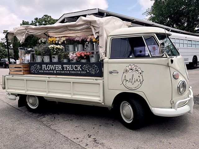 Spending some time Nashville this weekend. I love all of the quirky little shops and trucks around town. How adorable is this flower truck?