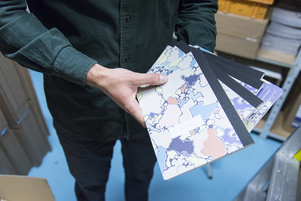 say hi to_ Papier Tigre - Objets Design Paris