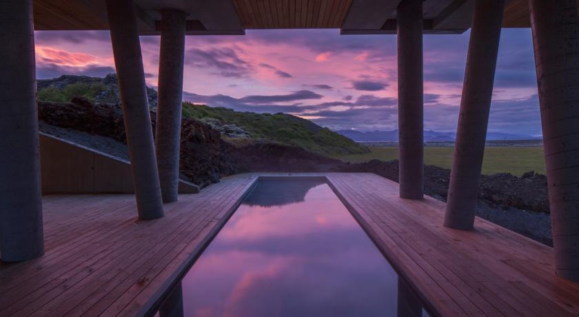 say hi to_ Iceland