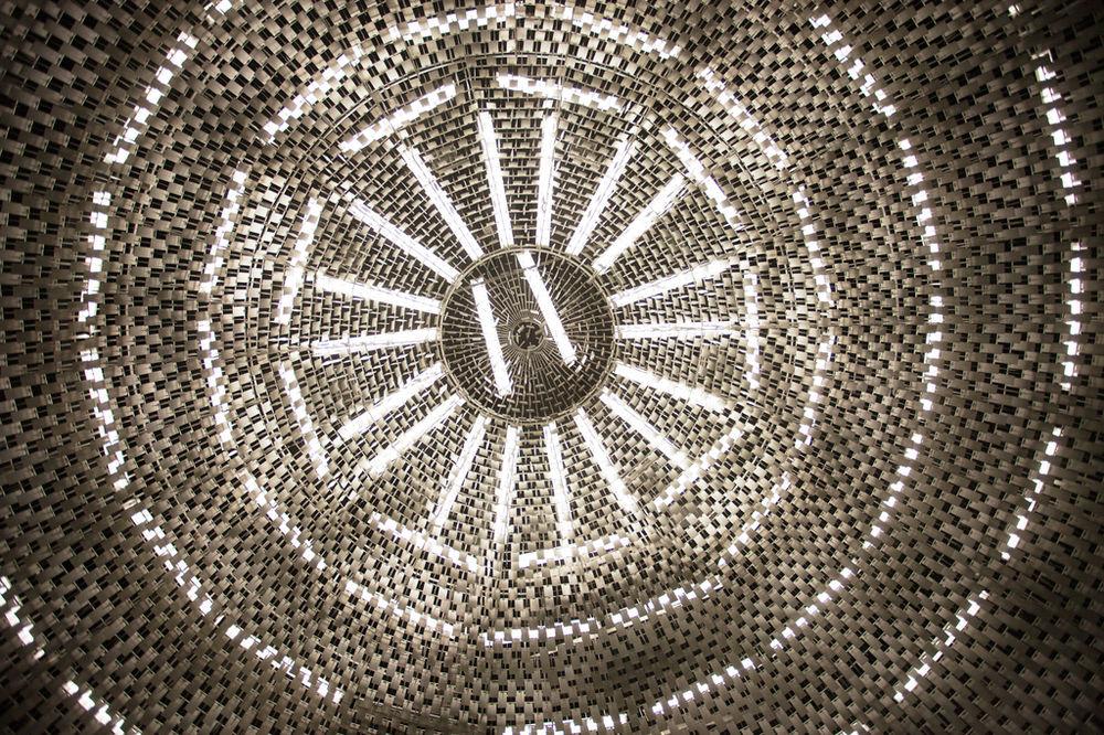 1815899_6_d7b4_son-plafond-compose-de-milliers-de-lamelles_bd01f0a736c5651c0d1c86800a29ae4b.jpg