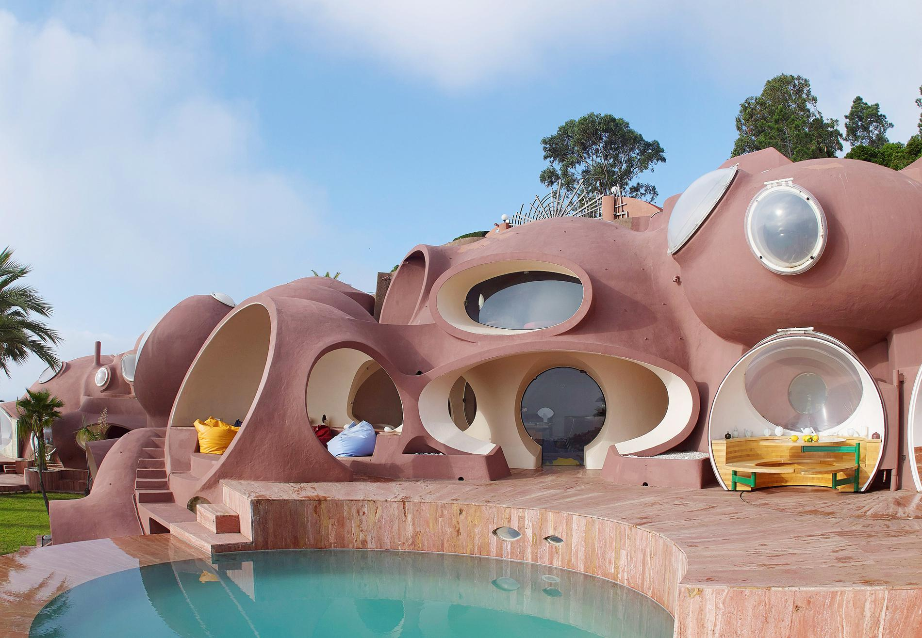 say hi to_ Palais Bulles
