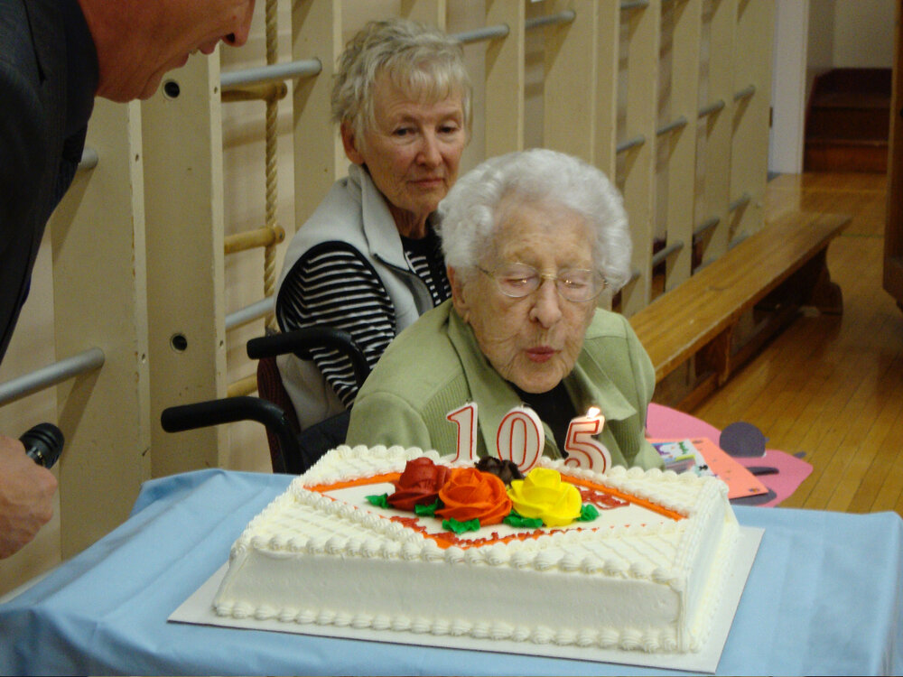 Mrs Cunningham_s 105th Birthday at Buchanan - b.jpg