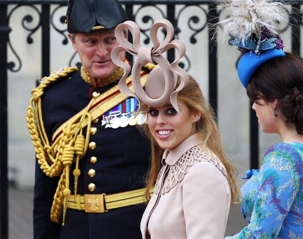 princess-beatrice-princess-eugenie-royal-wedding-03.jpg