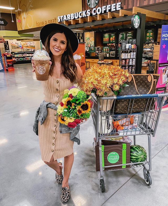 Grocery shopping made SO much better by Starbucks & fall florals, compliments of @krogerco 🙌🏻 Made a grocery run this morning & picked up our favorite @simpletruth4u products for the boys' lunches (love that the products are healthy AND affordable) and all our groceries for the next week. Kroger is the one place that I truly enjoy grocery shopping because it's so easy and convenient, and it's a one-stop shop for so many of our needs. What's your favorite fall drink from Starbucks? Pumpkin Spice Frappuccino is on up there for for me☕️🍂 #KrogerPartner #KrogerHouston