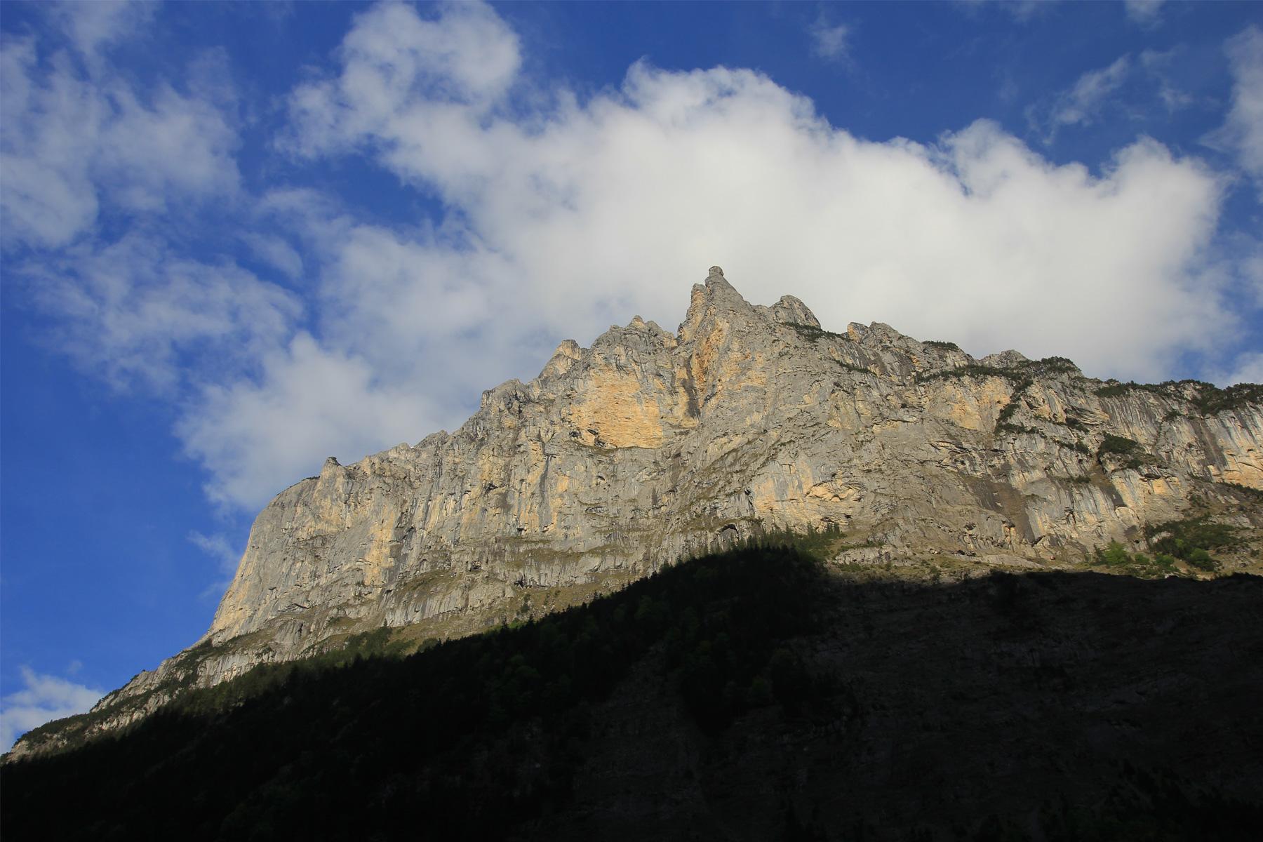 Lauterbrunne-Valley-02.jpg
