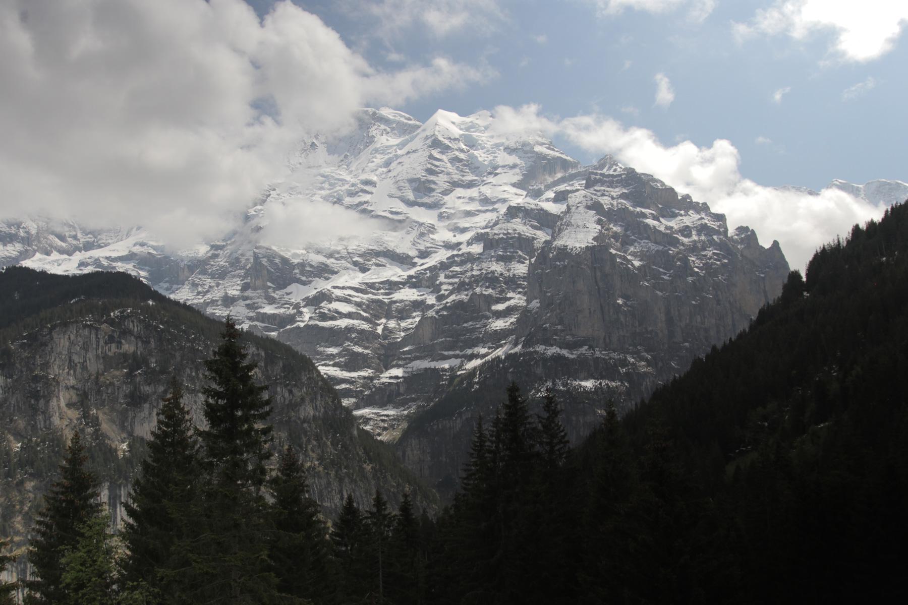 Lauterbrunne-Valley-04.jpg