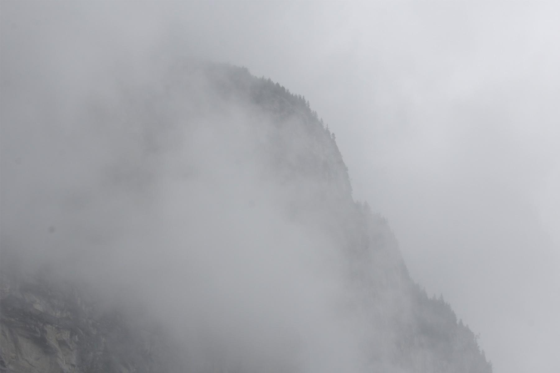 Lauterbrunnen-Valley-fog-02.jpg