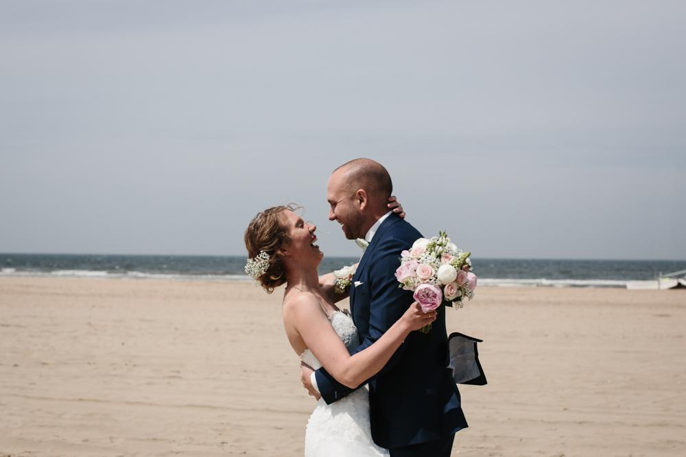 Kiesendahl_Hochzeitsfotografie_Strand_Scheveningen_043.jpg