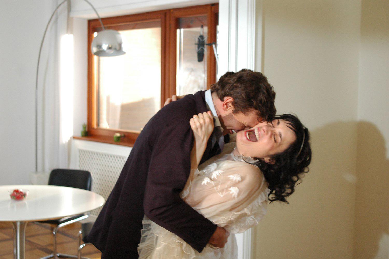 Coralina Cataldi-Tassoni and Robert Madison in THE DIRT