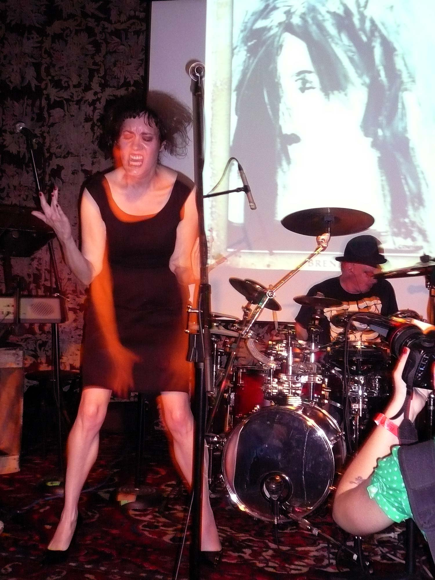 Coralina Cataldi-Tassoni performing with with Orco Muto  (1).jpg