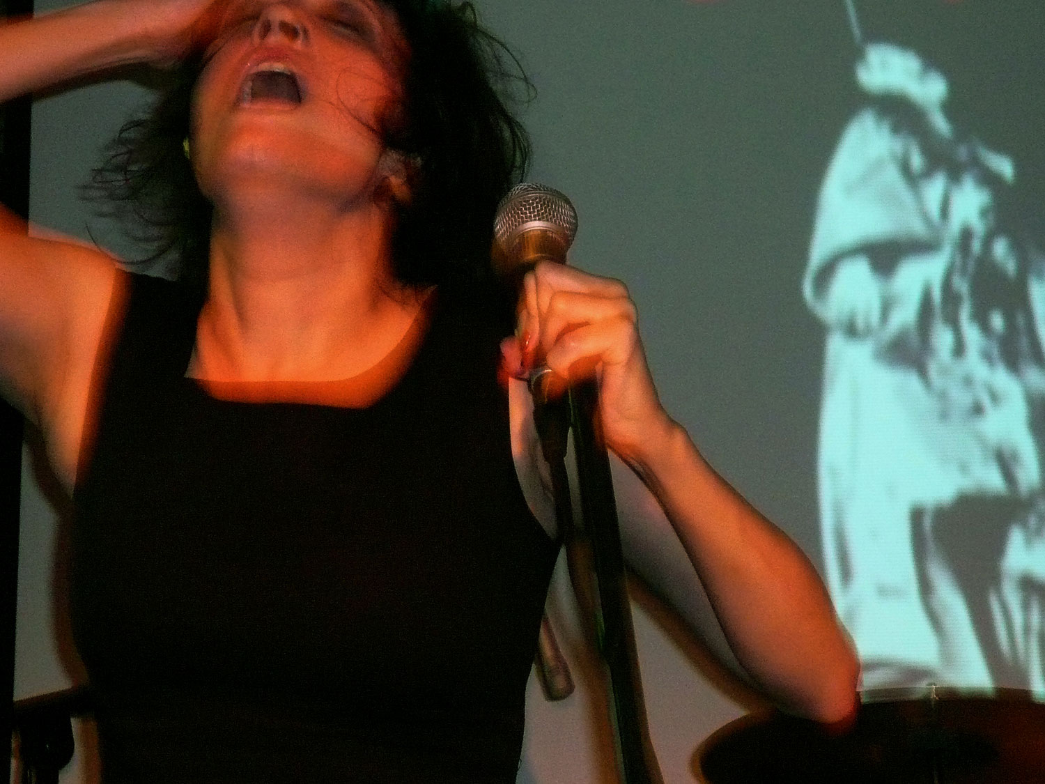 Coralina Cataldi-Tassoni performing with with Orco Muto  (7).jpg