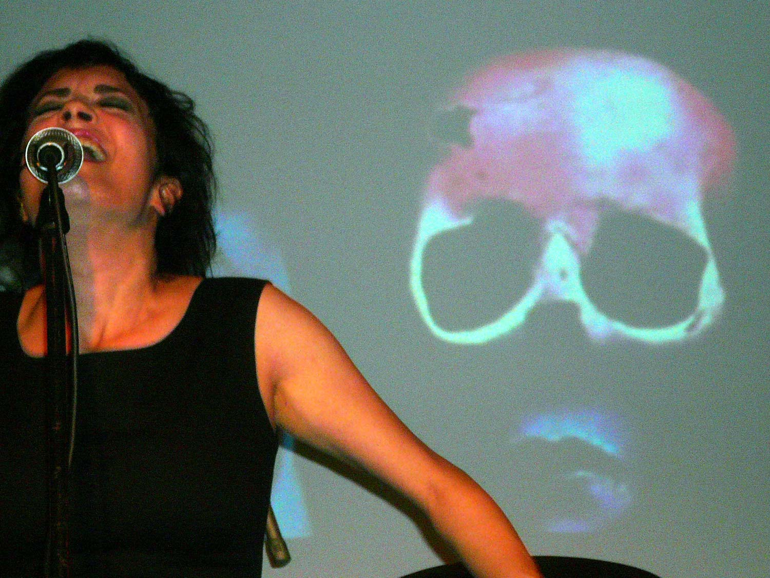 Coralina Cataldi-Tassoni performing with with Orco Muto  (3).jpg