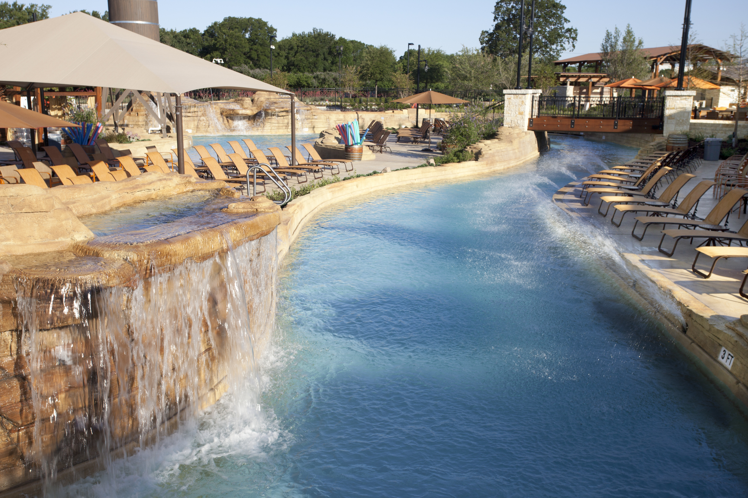 1482460_Lazy_River_Pool_at_Paradise_Springs_Family_Water_Park.jpg