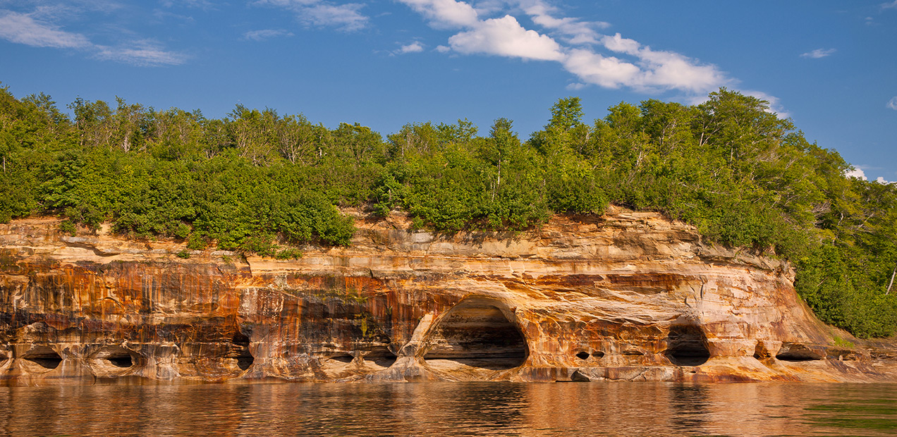 Caves-of-all-Colors-Pictured-Rocks-Cruises-01.jpg