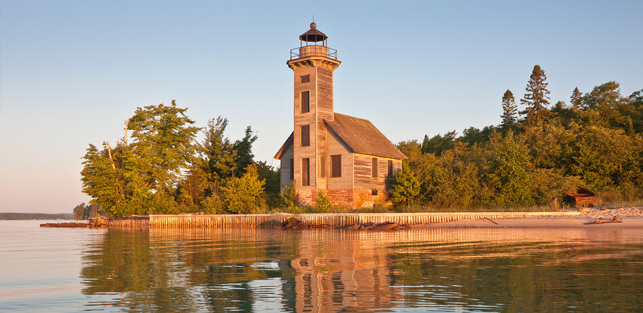 East-Channel-Lighthouse-Pictured-Rocks-Cruises-01.jpg