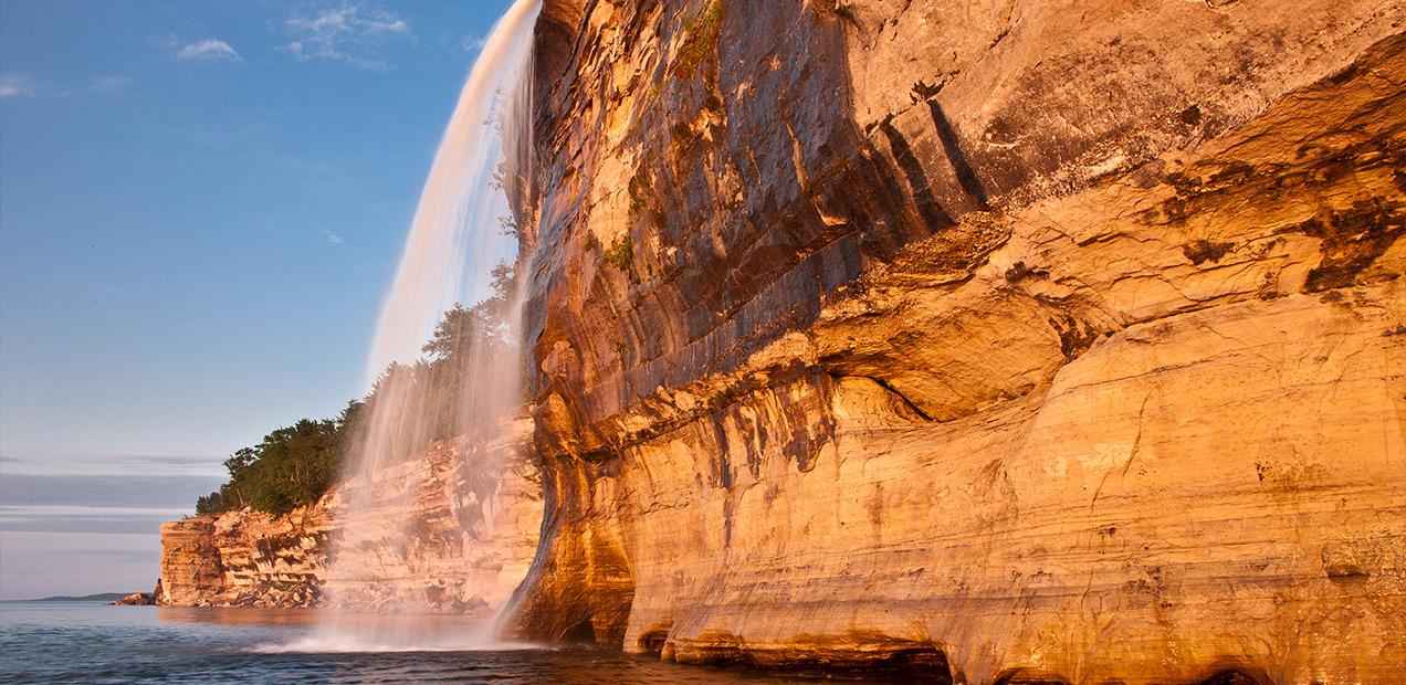 Spray-Falls-Pictured-Rocks-Cruises-01.jpg