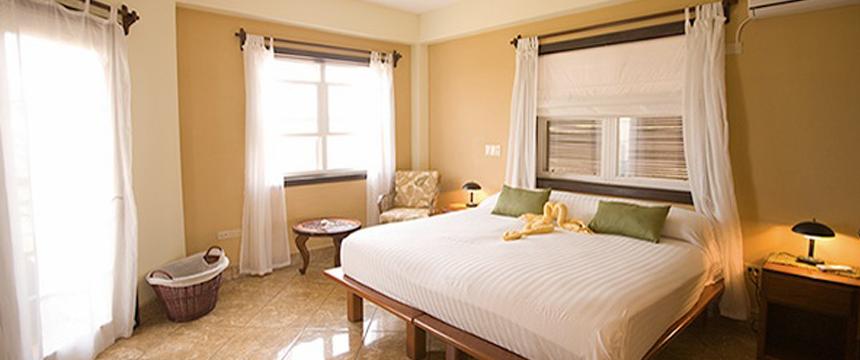 Three Iguanas Resort ii