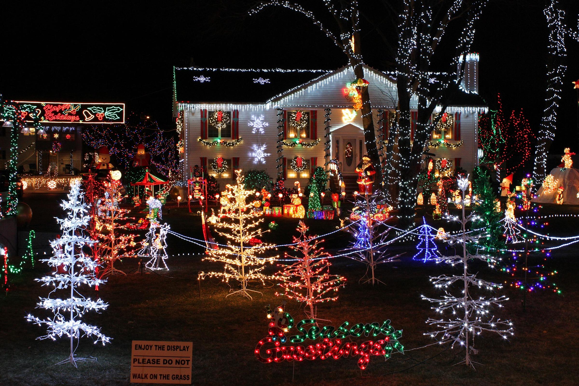 Christmas_Lights_house_display.JPG