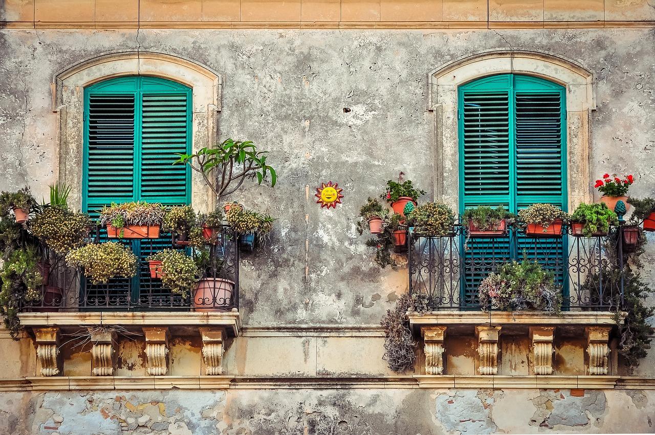 balcony-2526221_1280.jpg