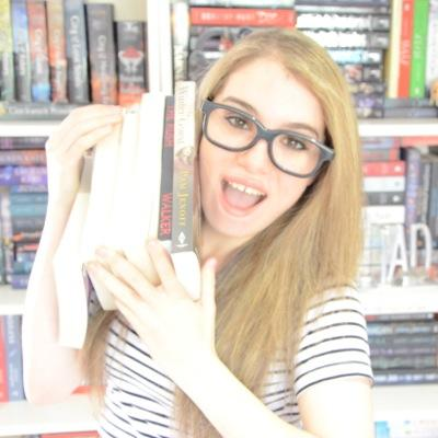 Miranda of BooKss101 - YouTube/BookTube Personality