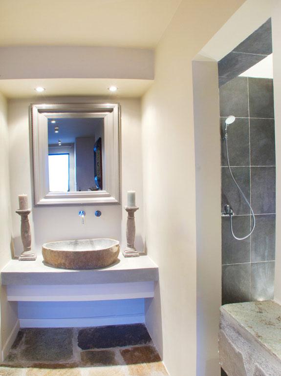 INTERIORS-BEDROOM-5-BATHROOM.jpg