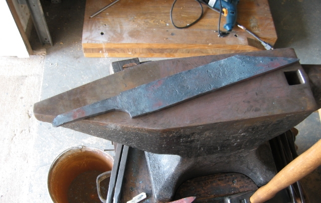 billet forged with blade profile and bevels.JPG