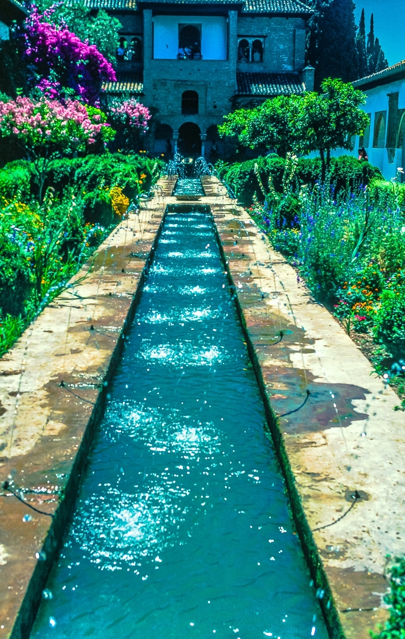 Alhambra Palace Watercourse, Jets d'Eaux and Gardens