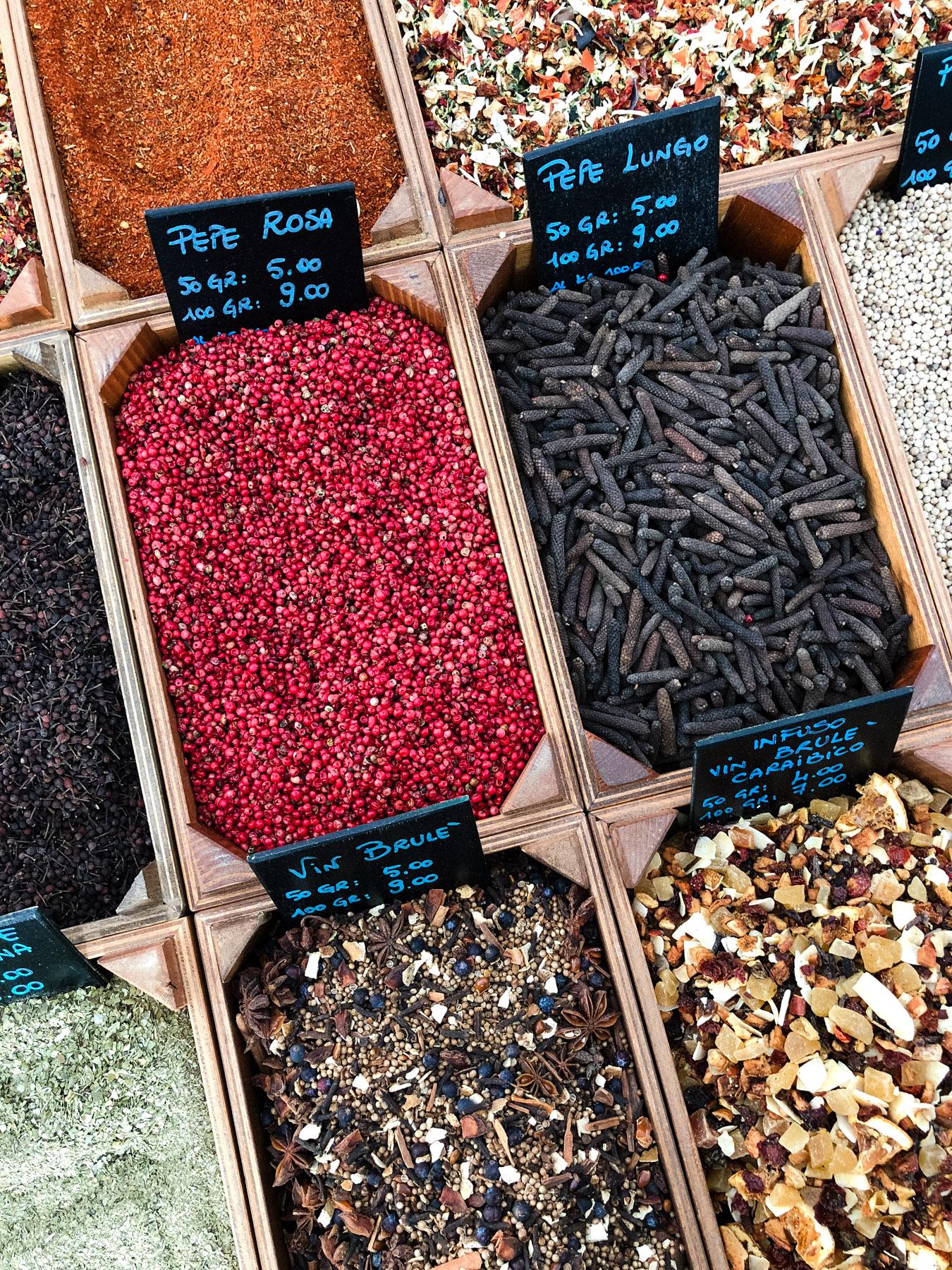 Vibrant & aromatic spices at Murabilia.