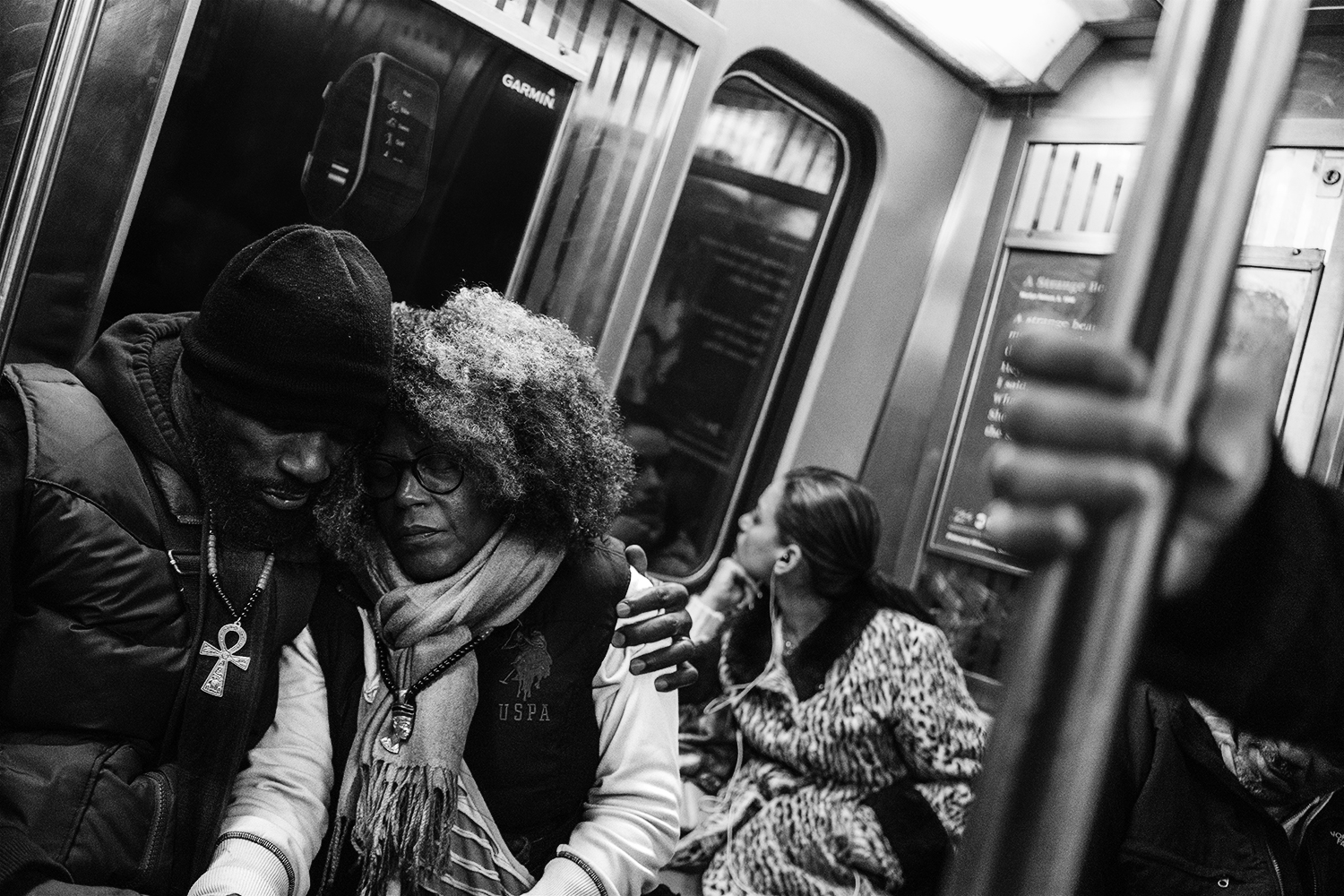 Consoling_Subway_Couple_2016-008.jpg
