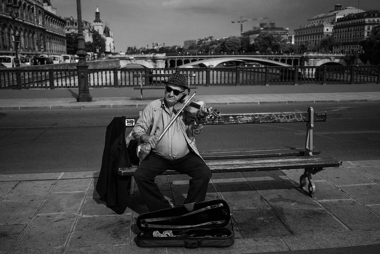 Paris_Street_2018_Violin_Old_Man_On_Bench -012.jpg