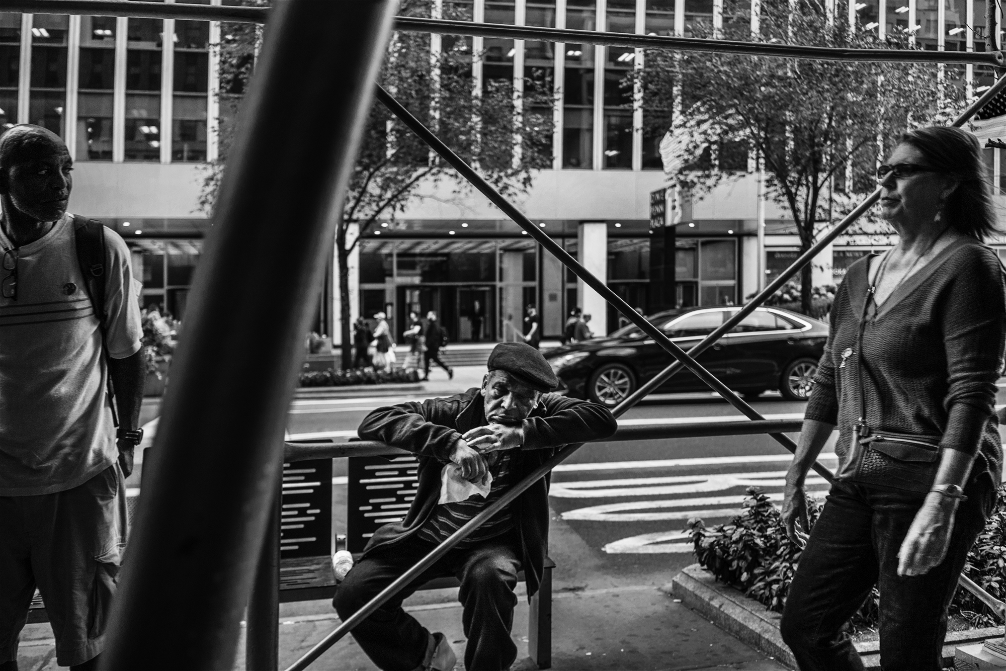 NYC_Street_Man_sleeping_On_Scafholding_2017-004.jpg