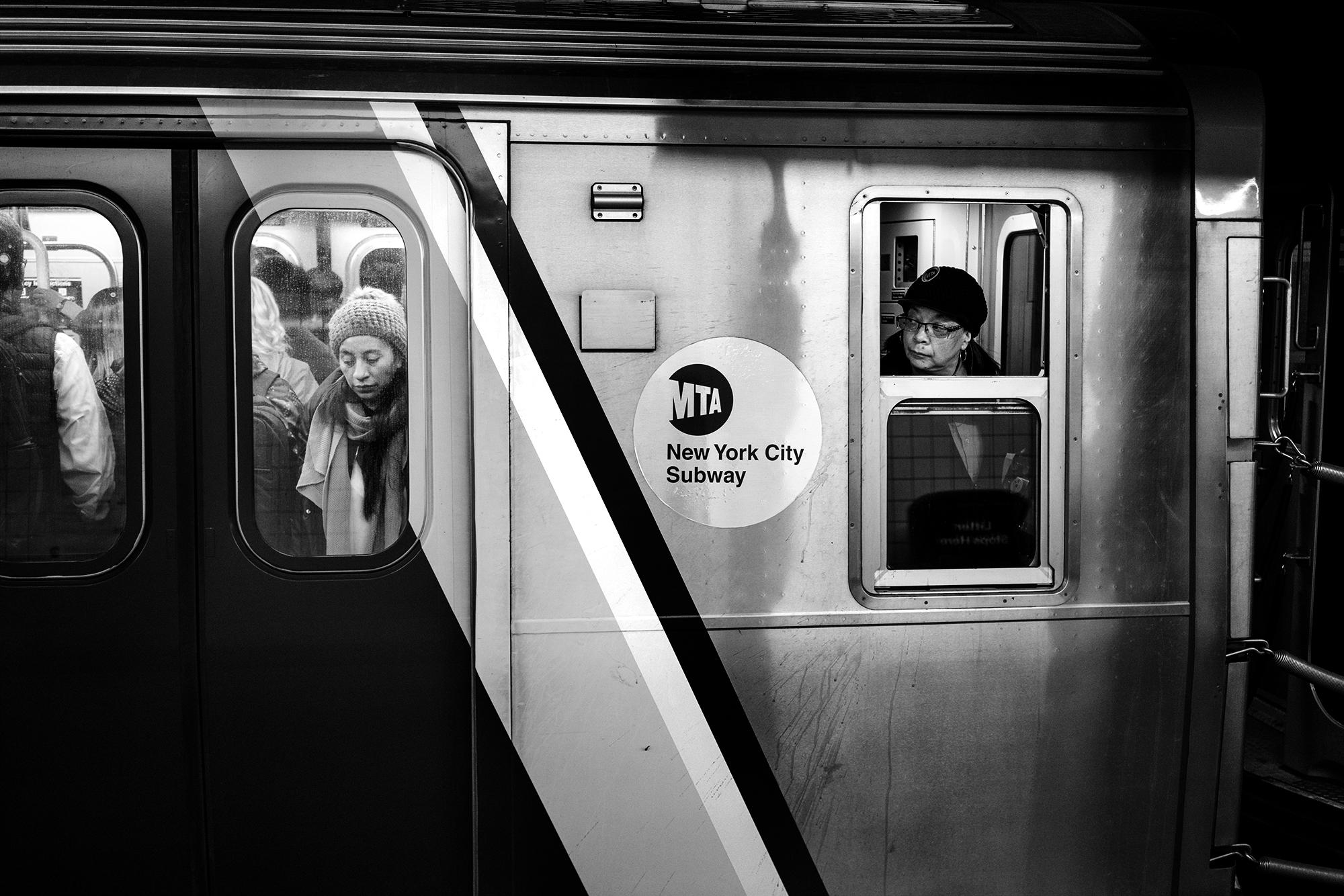 Brklyn_Subway_2017_Trapped_Straphanger-014.jpg
