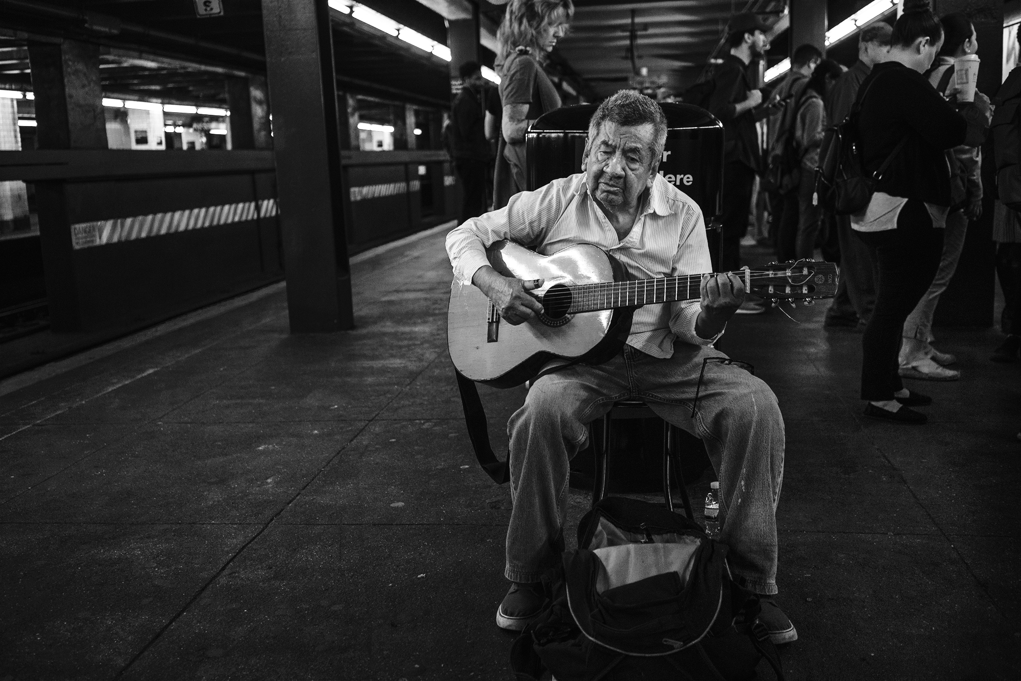 Brklyn_Subway_2018_Guitar_old_Man-038.jpg
