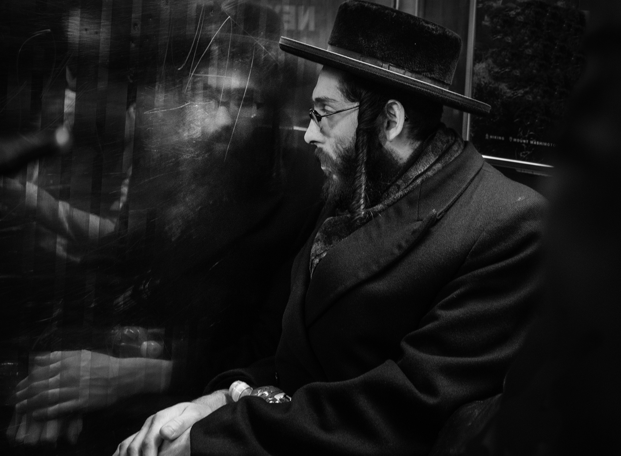 Brklyn_Subway_2018_Hesidic_Man_Reflecting-017crp.jpg