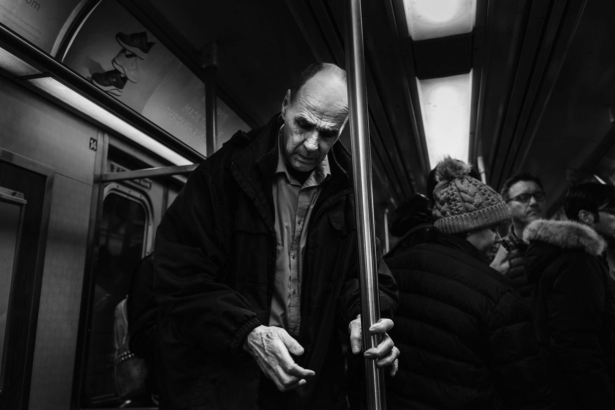 Brklyn_Subway_2018_Large_Hands_Man-005.jpg