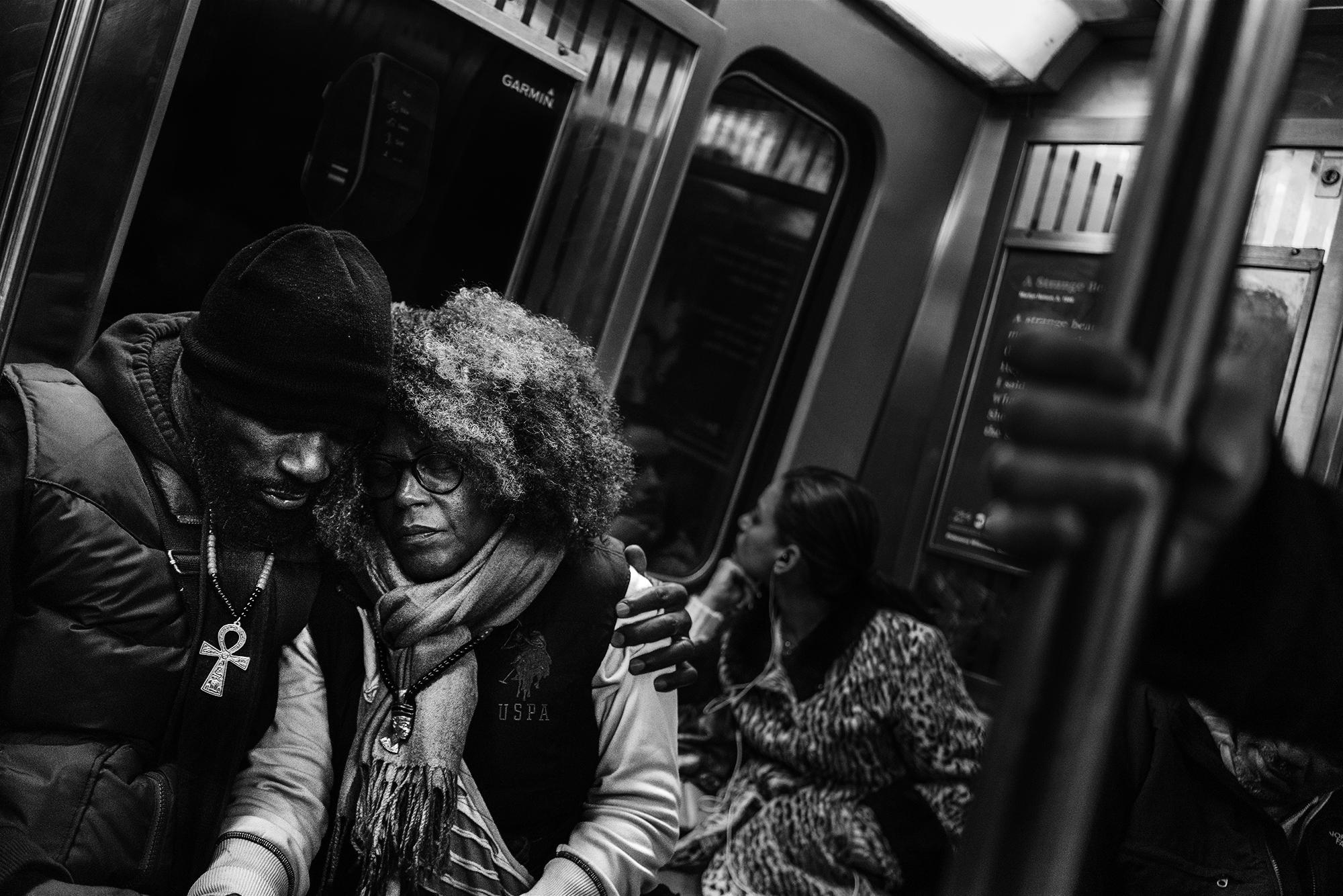 Consoling_Subway_Couple_2016-008.jpg