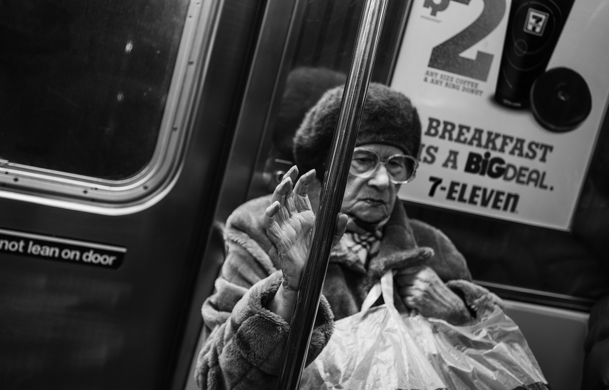 Old_Lady_and_her_Hand_Subway_2016crp-006.jpg