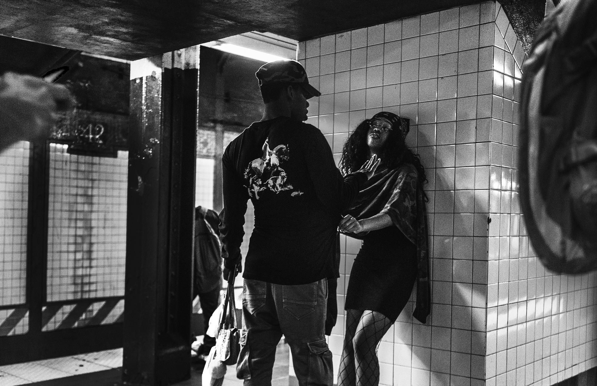 NYC_Subway_Young_Lovers_2017-005.jpg