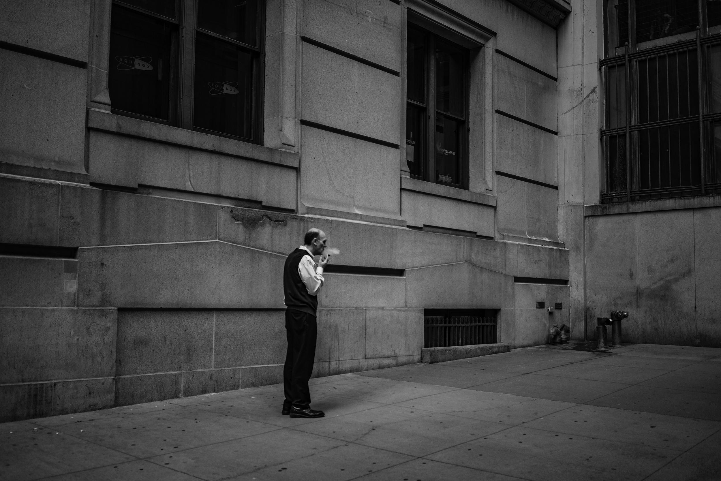 NYC_Street_2019_Wall_Street_Cigar_Smoker-031.jpg