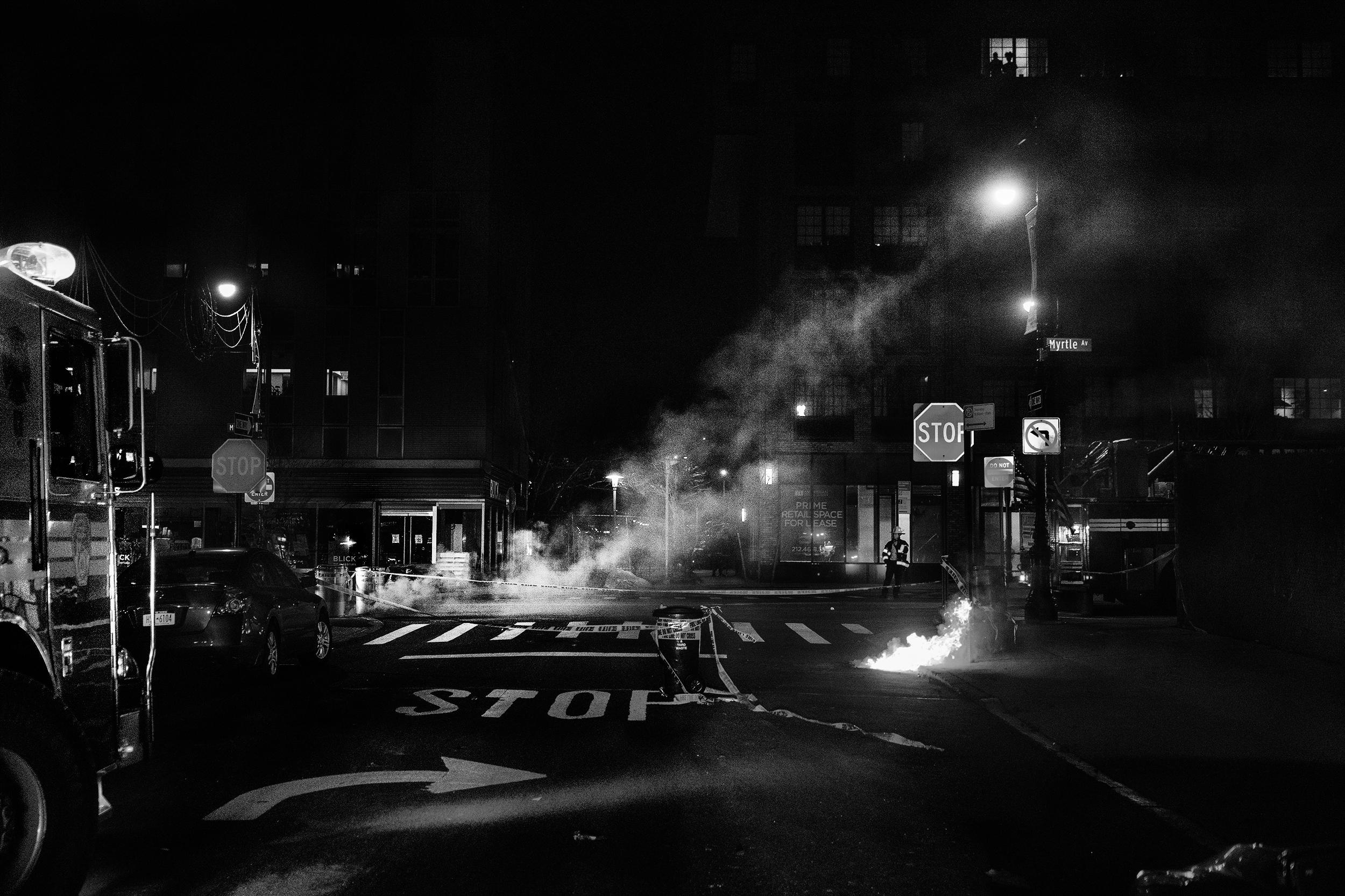 Brklyn_Street_Manhole_Fire-033crp.jpg
