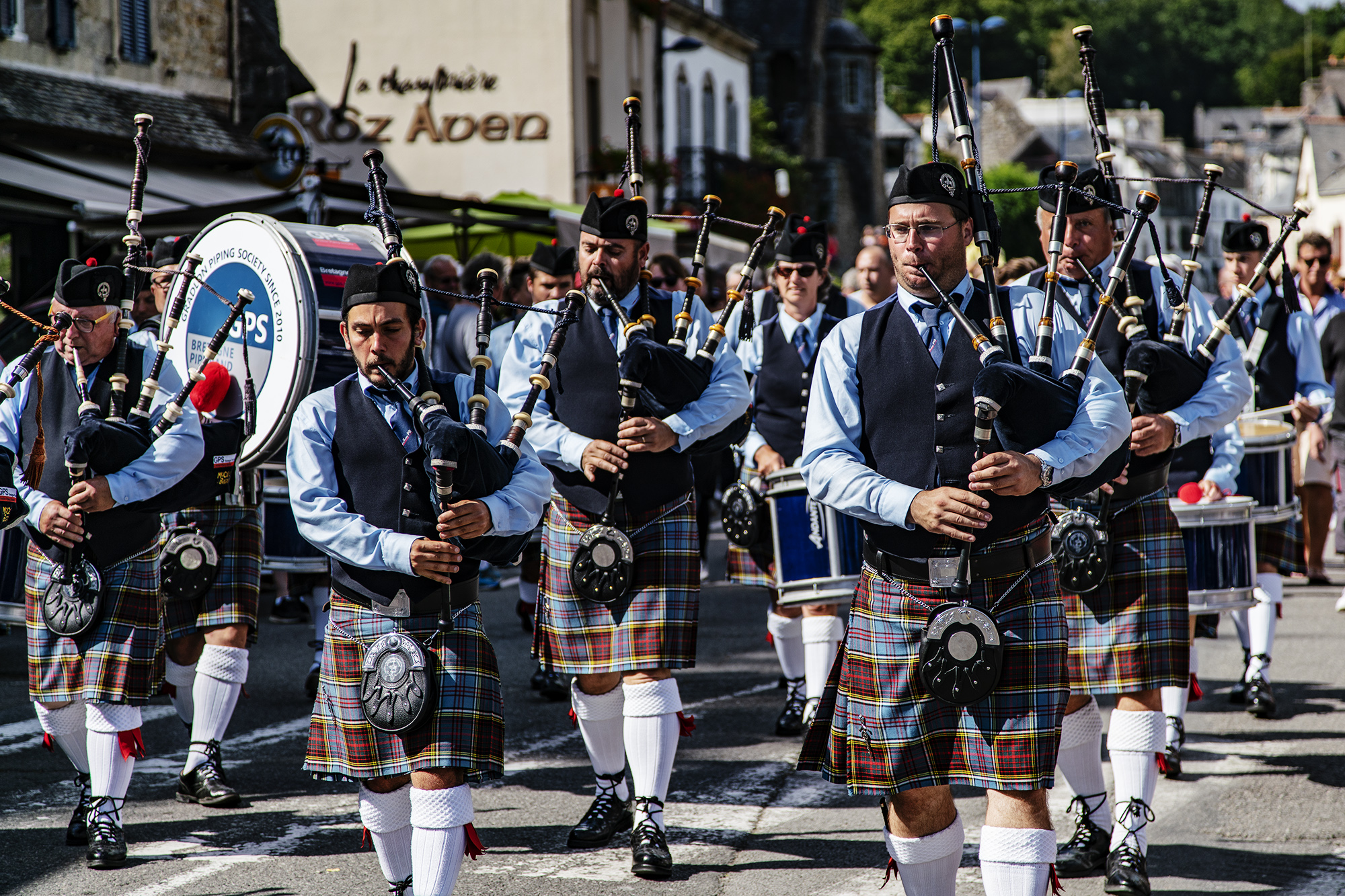 Brittany_Bagpipes_March_Pont_Aven_2017-003color.jpg
