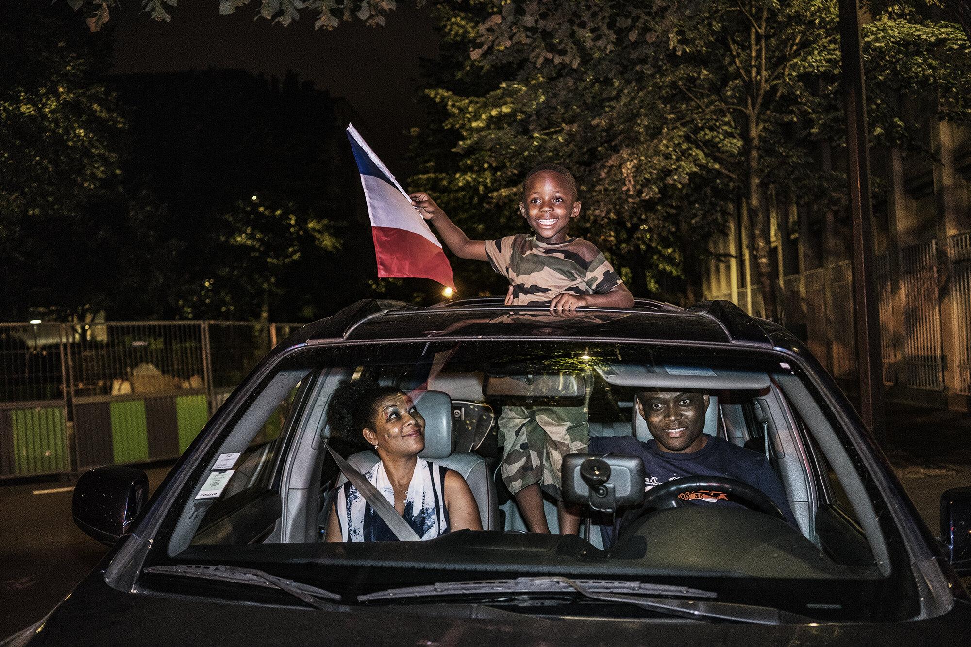 Paris_Street_2018_Young_Boy_waving_French_Flag-004.jpg