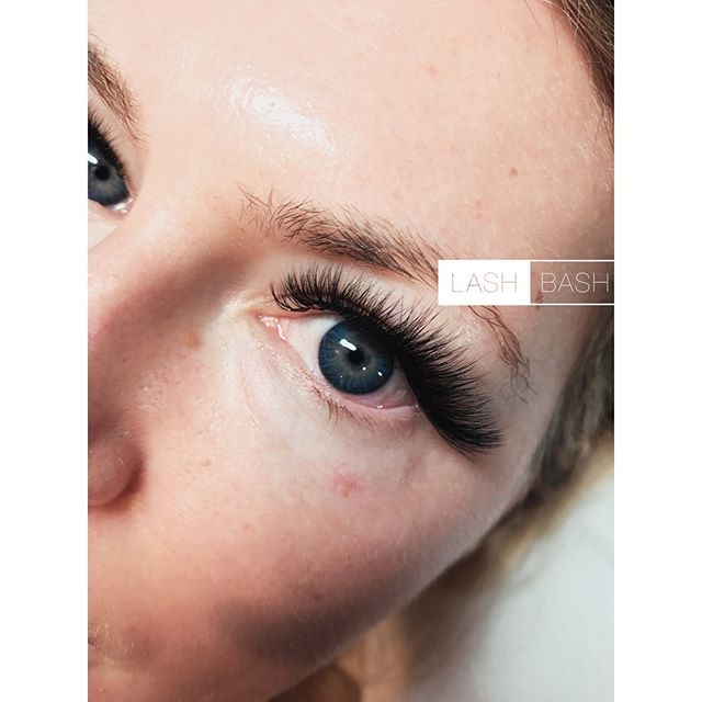 ✔️7-20mm lengths available ✔️Customized Look ✔️Every Lash Stylist is a Licensed Esthetician or Cosmetologist ✔️Satisfaction Guarantee 📸: 5D Volume Full Set 👩Lash Artist: Inna ______________________________________ 🖤How To Book:🖤 📲267-603-4251 (Call) 📱267-214-2416 (Text2Book) ⌨️ go.booker.com/lashbash (Link in Bio) #lashbashvolume
