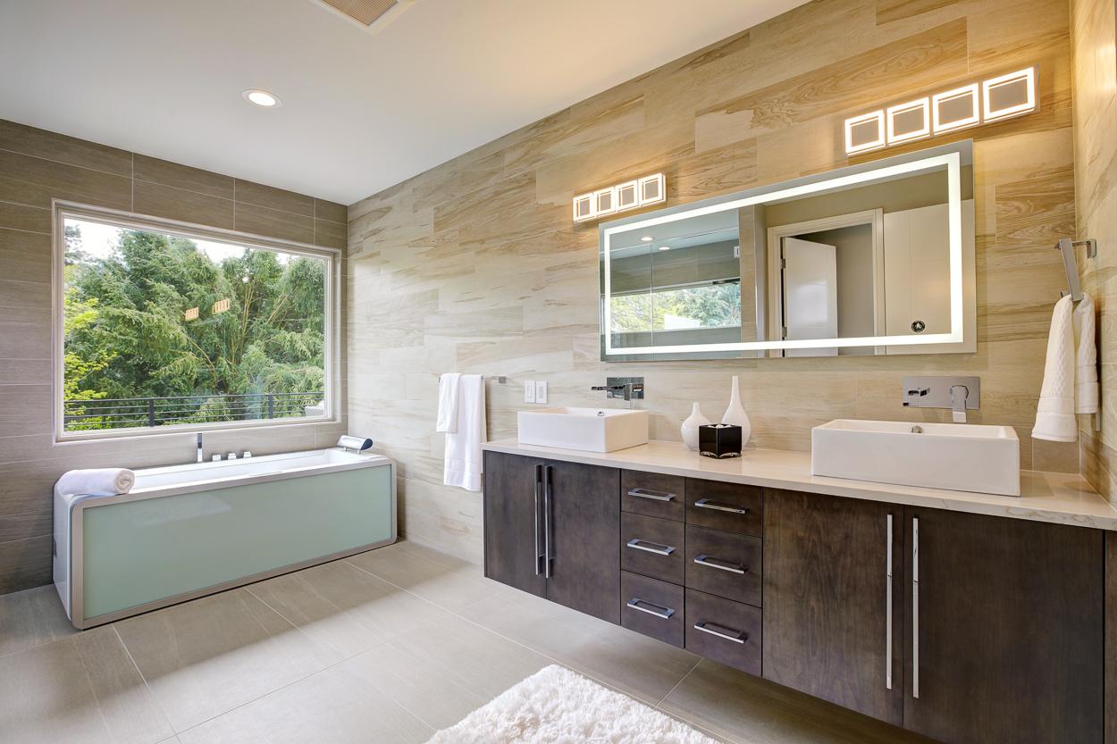 Bath Master Bellevue.jpg