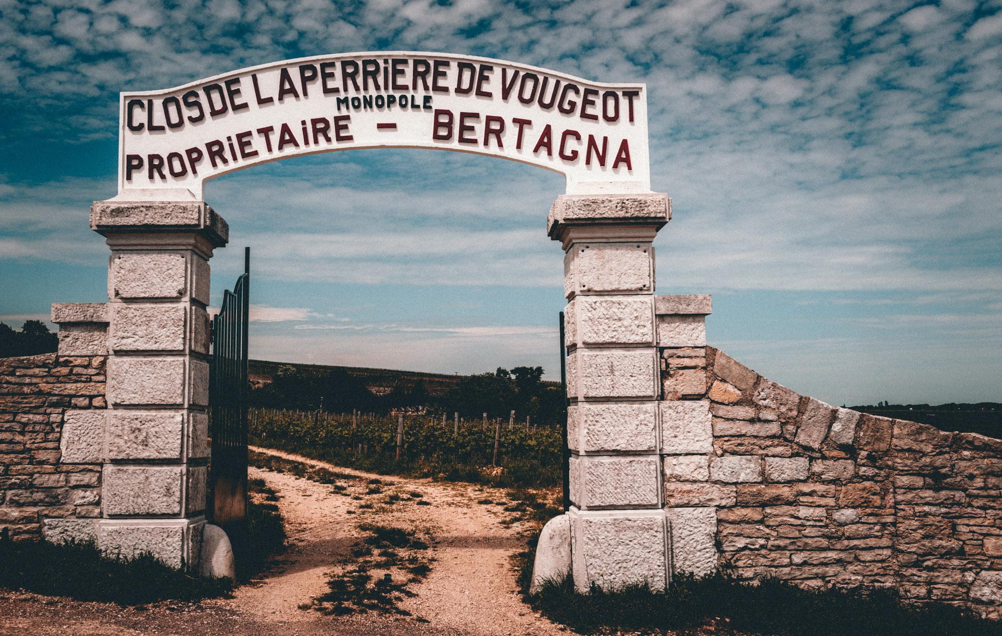 Burgundy : Cote de Nuits : Vougeot : Clos de la Perriere de Vougeot