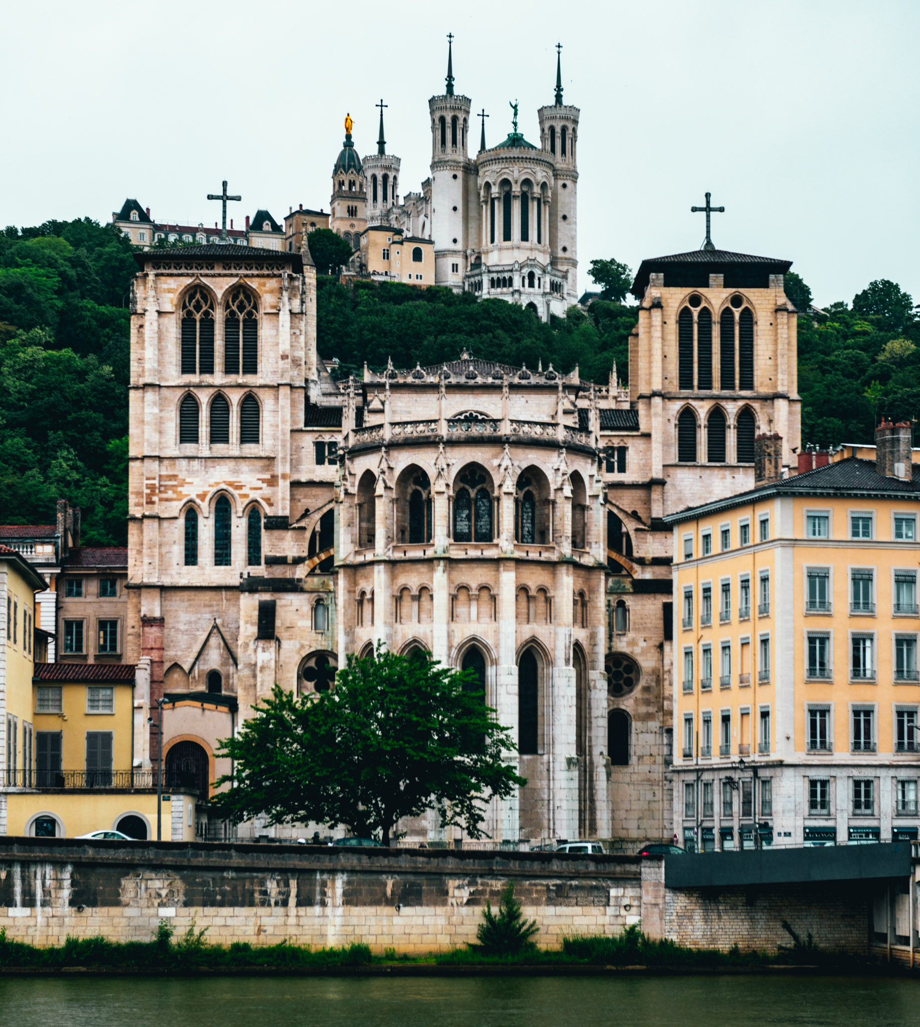 France : Lyon : Cathedrale Saint-Jean-Baptiste (foreground) and La Basilique Notre Dame de Fourviere (background)