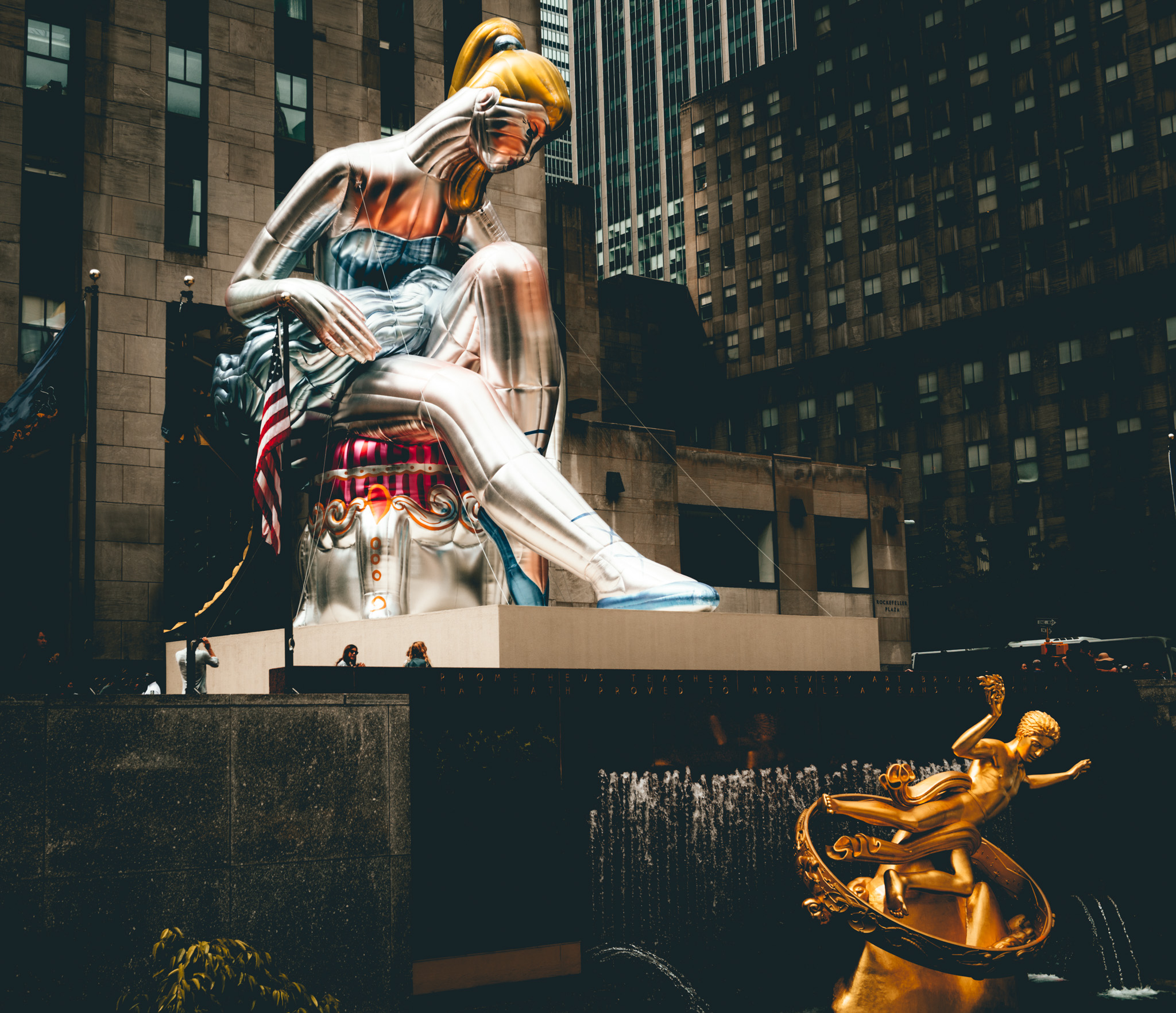 "New York : New York City : ""Seated Ballerina"" by Jeff Koons, Rockefeller Center"